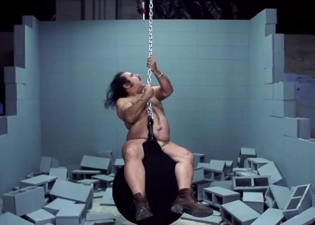 Ron Jeremy covert Miley Cyrus' Wrecking Ball